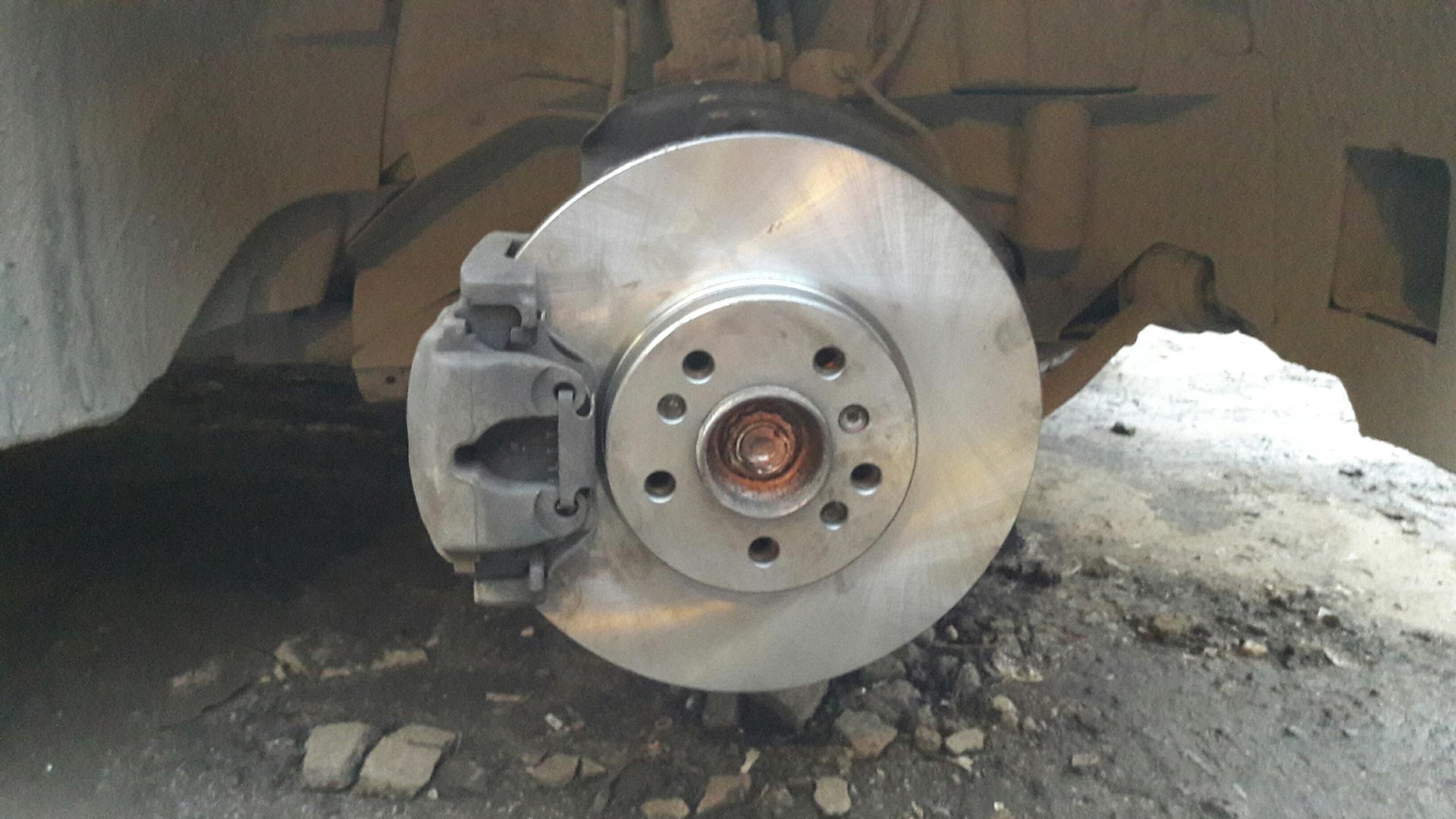 новый тормозной диск установлен, колодки