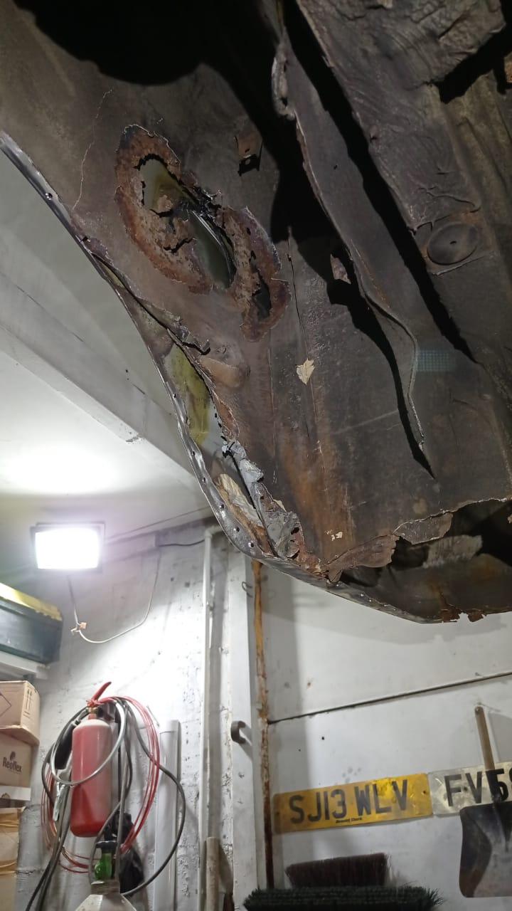А вот так повреждена внутренняя арка, будем менять ее