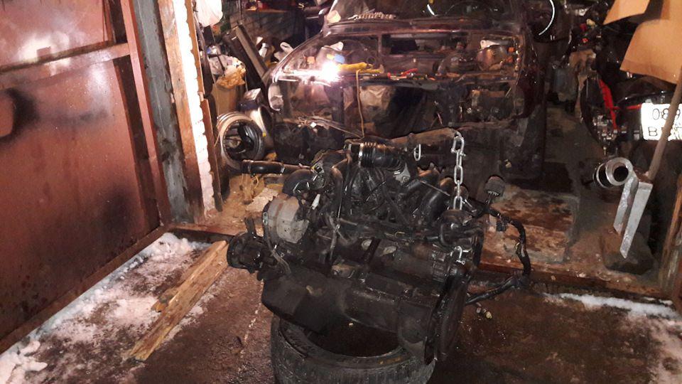 Мотор на покрышку и везем в другой гараж