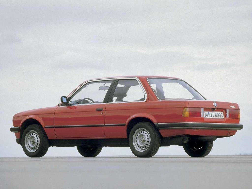 БМВ e30 красная купе, первый переход