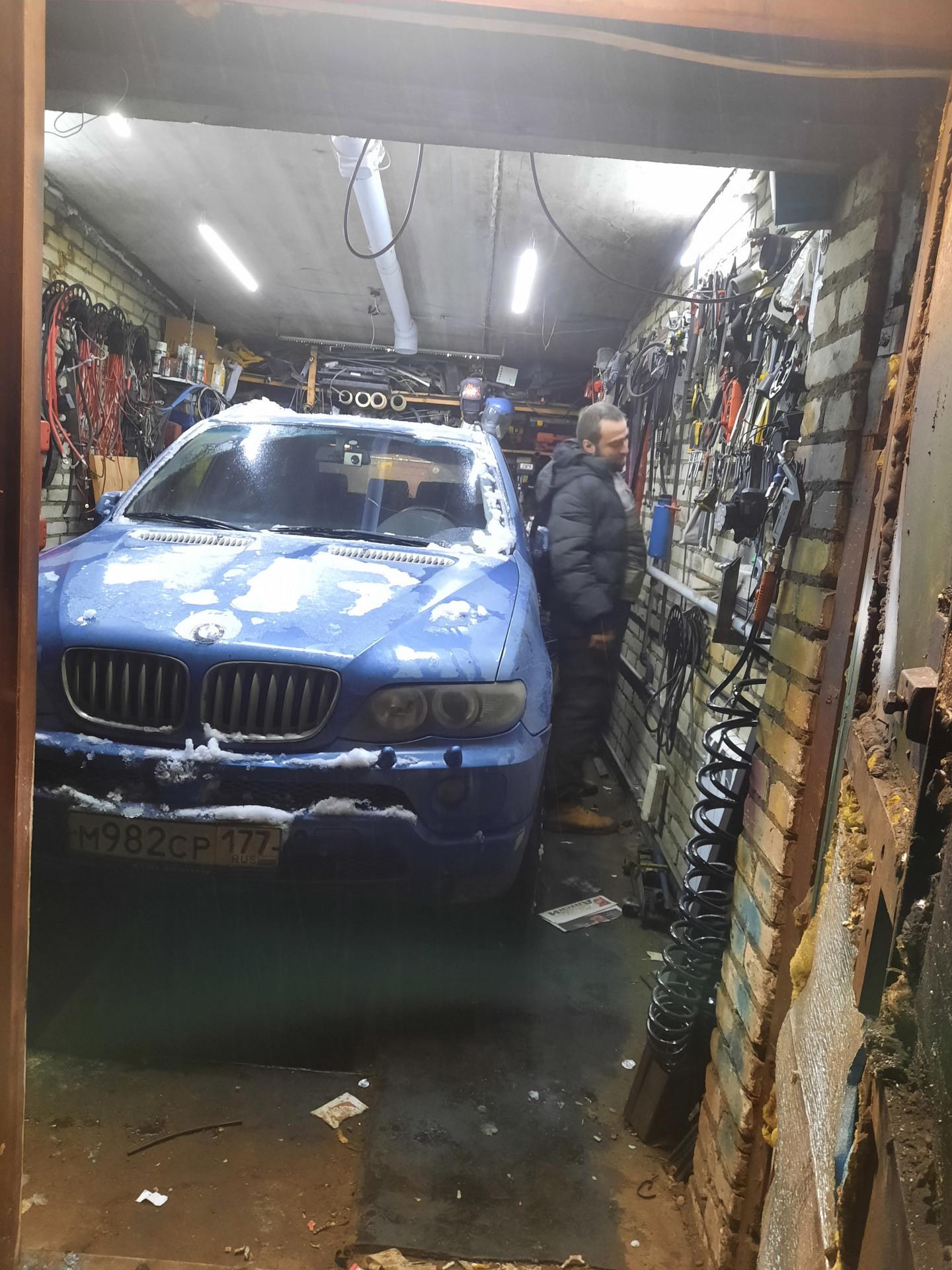 В гараже икс не помещается