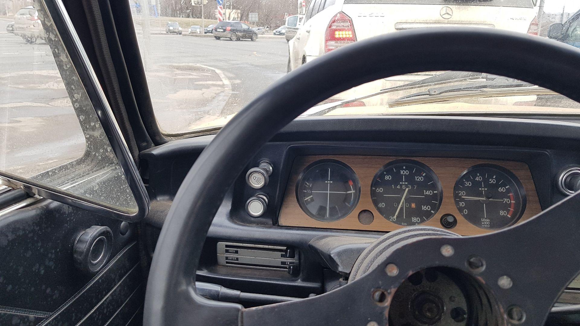 BMW 2002 e10 приборка