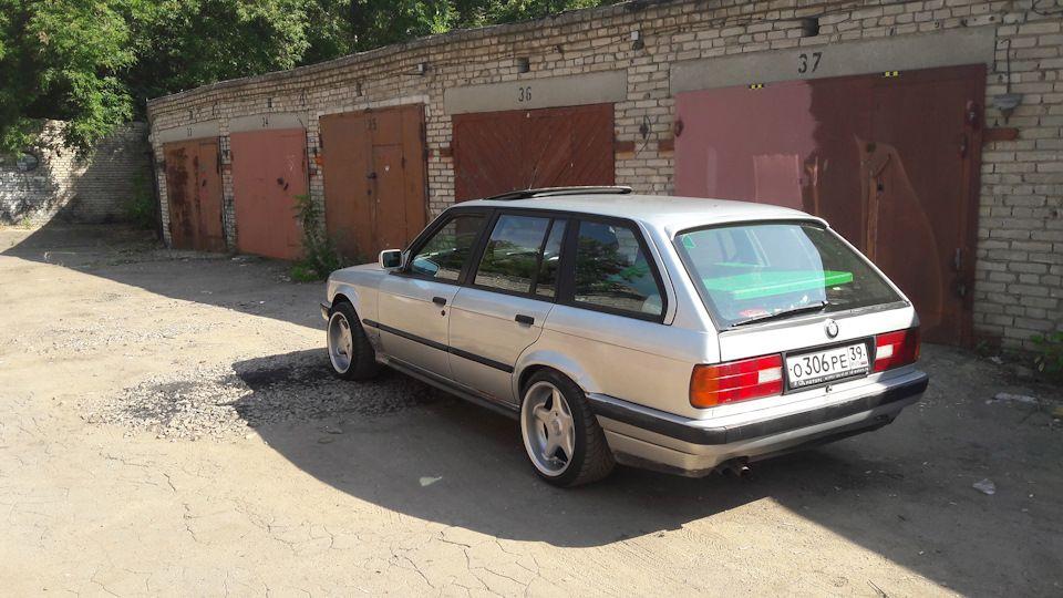 BMW E30 325 Touring в гаражах