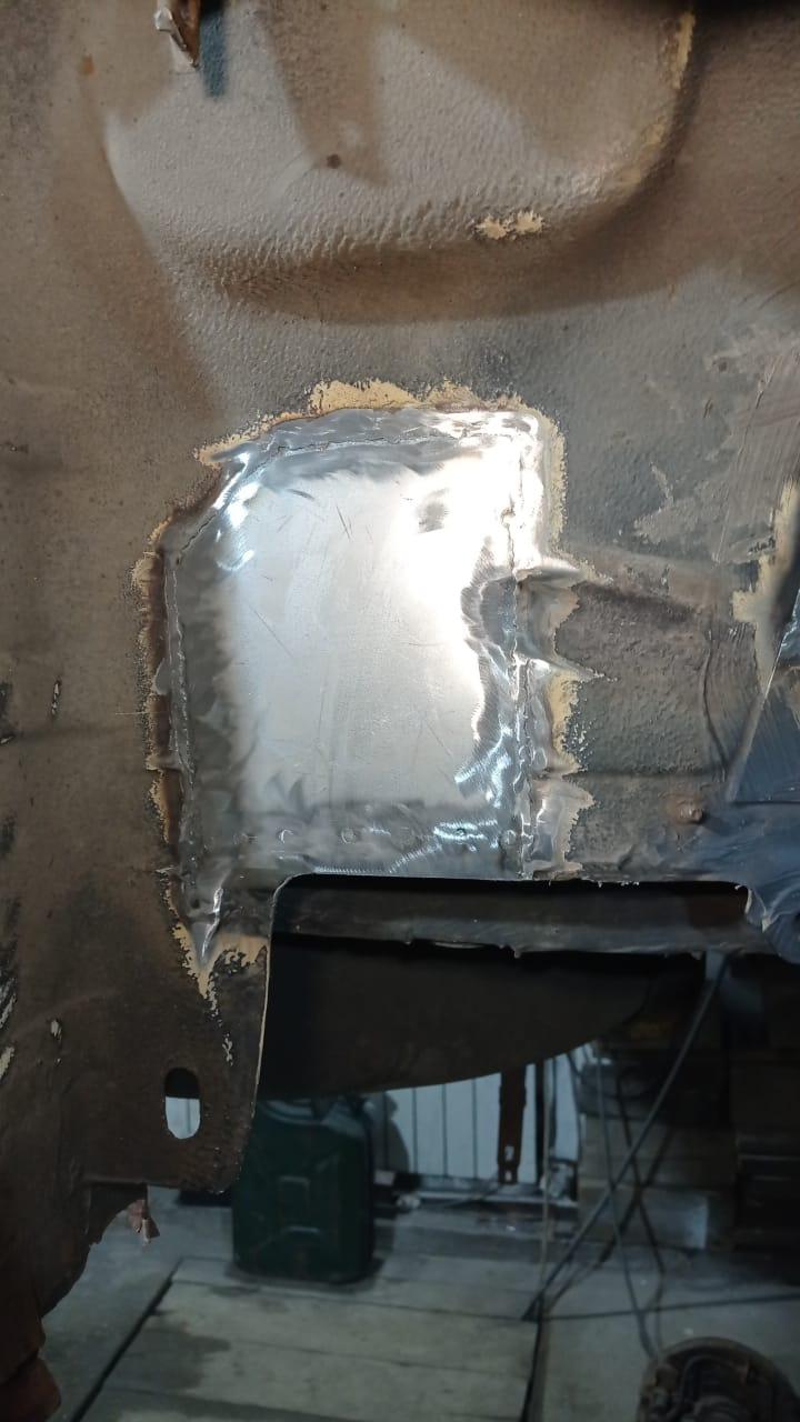 Заплатку отформовали под выход трубы на вентеляцию бака