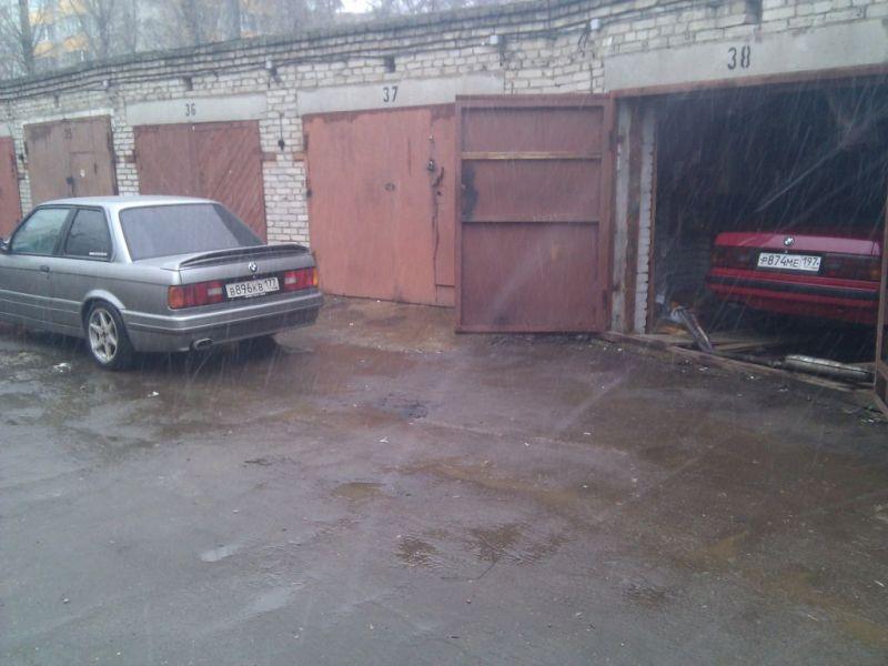 У гаража, ставлю на зимовку
